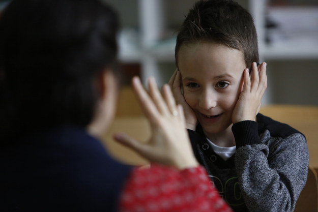 Kids Learn Sign Language For Their Deaf Classmate