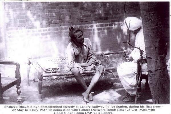 1927-bhagat-singh-under-arrest-at-lahore-railway-police-station