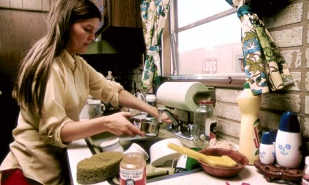 HOUSEWIFE_IN_THE_KITCHEN_OF_HER_MOBILE_HOME_IN_ONE_OF_THE_TRAILER_PARKS._THE_TWO_PARKS_WE
