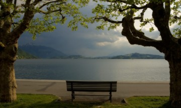 Cloudy-Park-Bench-1680x1050