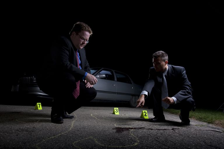 two-detectives-at-crime-scene-56a4374a5f9b58b7d0d5e5d0
