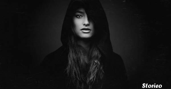 girl-brunette-hoodie-storieo-story