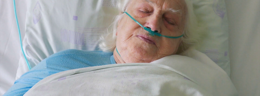 old-ill-woman-in-hospital-bed_sesjuo0tx_thumbnail-full01
