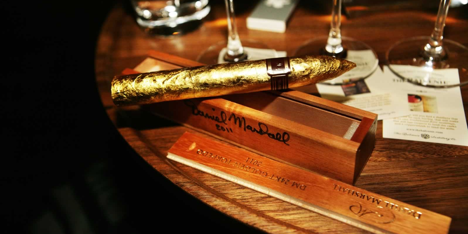 14-Daniel-Marshall-Red-Label-24kt-Golden-Cigar-Exclusive-Premier-Bulgari-Hotel-Cigar-Lounge-London-June-2013-